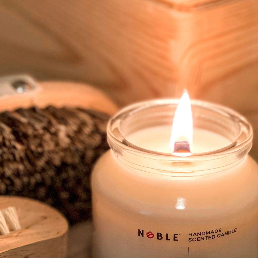 świeca zapachowa z drewnianym knotem Noble